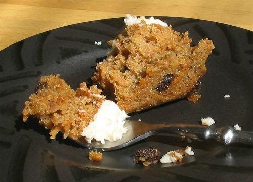 Carrot_cake_half_eaten