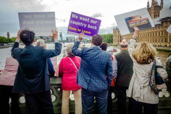vote-leave-campaigners