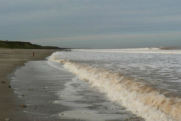 Incoming_tide_Mappleton_sands_(north)_-_geograph